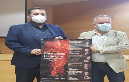 IMG José María Pérez Monguió, vicerrector de Cultura de la UCA, y Jaime Armario, diputado del Área de Desarrollo de la Ci...